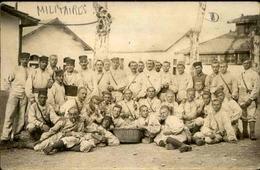 MILITARIA - Carte Postale Photo - Groupe De Soldats à La Caserne - L 29676 - Guerre 1914-18
