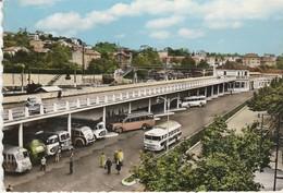 Gard : ALES : La Gare ( Route - Rail ) Autocar -  Saviem Berliet Chausson - ( C.p.s.m.- M. Grand Format ) - Alès