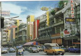 Bangkok: DATSUN 4x4 PICK-UP, HONDA CIVIC, TUK-TUK, MITSUBISHI COLT SEDAN, TOYOTA - Jawaraj Road, China-Town - (Thailand) - Toerisme