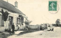 HERME - Le Bureau De Poste.(carte Vendue En L'état) - Poste & Facteurs