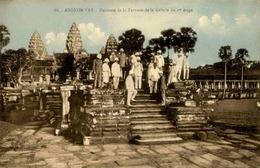 CAMBODGE - Carte Postale - Angkor VAT - Descente De La Terrasse De La Galerie Du 1 Er étage - L 29762 - Cambodge