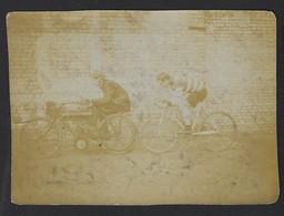 """ANCIEN PHOTO * MOTO ET COUREUR CYCLISTE * """" DERNY """" * GANGMAKER ? * ANNEES '30 ? * OUDE FOTO * 11 X 8 CM - Automobili"""