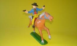 FIGURINE COWBOY Cavalier Cheval CLAIRET Un Bout De Revolver Cassé - Army