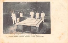 Tombeau De Paul Minault Et Benjamin Escande Ramïnandro - Madagascar - Madagascar