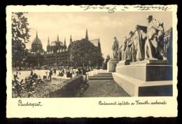 HUNGARY - Budapest Das Parlament Mit Der Statue Kossuth / Postcard Circulated, 2 Scans - Hungary