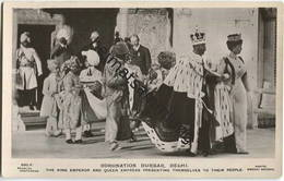 Vereinigtes Königreich - Coronation Durbar Delhi - The King Emperor And Queen Empress Presenting Themselves To Their Peo - Royal Families