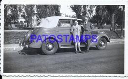 112755 AUTOMOBILE OLD CAR AUTO SEDAN AND MAN WITH BOY PHOTO NO POSTAL POSTCARD - Postales