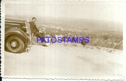112766 AUTOMOBILE OLD CAR AUTO AND MAN'S BREAK PHOTO NO POSTAL POSTCARD - Postales