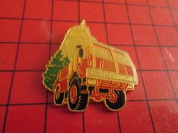 1615c Pin's Pins / Beau Et Rare / THEME : POMPIERS / CAMION TOUT TERRAINS POMPIERS CHAMONIX - Brandweerman