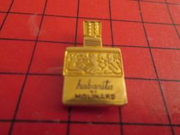 1615c Pin's Pins / Beau Et Rare / THEME : PARFUMS / FLACON DE PARFUM HABANITA DE MOLINARD TOUT METAL JAUNE - Parfums