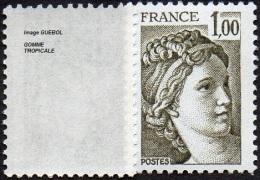 France Sabine De Gandon N° 2057 B ** Le 1.00 Fr. Olive - Gomme Tropicale - 1977-81 Sabine Of Gandon