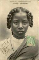 ETHNIQUES - Carte Postale - Jeune Fille Bétsimisiraka - L 29899 - Afrique