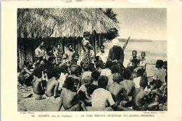 Océanie (Iles Du Pacfique) - Un Pere Mariste Catéchise Les Jeunes Indigènes - Missions Catholiques - Missions