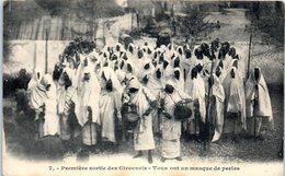 Afrique - Première Sortie Des Circoncis - Tous Ont Un Masque De Perles - Cartes Postales