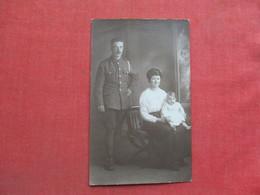 RPPC     Man In Unknown Uniform With Family       Ref 3373 - Militaria