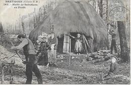 """BRETAGNE - ILE ET VILAINE - HUTTE DE SABOTIERS EN FORET 1900/10 CACHET """" L'OUST """" LE RESTE INDECHIFFRABLE - France"""