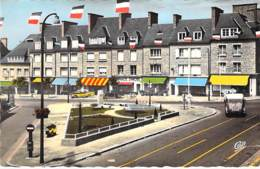 50 - ST HILAIRE DU HARCOUET Place Du Gl De Gaulle Et La Rue Du Bassin - Jolie CPSM Dentelée Colorisée PF - Manche - Autres Communes