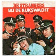 De Strangers Bij De Rijkswacht En Melksjoekkelat Mè Neutjes   Single 45 Toeren Zangers Singers Chanteurs - Vinyles