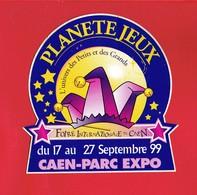 1 Autocollant FOIRE INTERNATIONALE DE CAEN 1999 PLANETE JEUX - Autocollants