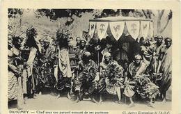 ~  JP  ~  DAHOMEY       ~  Chef Sous Son Parasolentouré De Ses Partisans  ~ - Benin