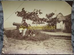 VIETNAM Grande Photographie C. 1880 Tirailleur Annamite Canon VUNG TAU Cap Saint Jacques Photo Indochine Cochinchine - Photos