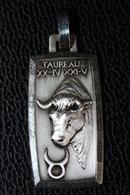"""Beau Pendentif Médaille Métal Argenté Signe Du Zodiaque """"Taureau"""" Zodiac Medal - Religion & Esotericism"""