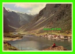 GUDVANGEN, NORGE - THE NAEROY VALLEY IN THE BACKGROUND, NORVÈGE - NORMANNS KUNSTFORLAG - - Norvège