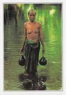 Malaisie Sarawak Femme à La Rivière Seins Nus (2 Scans) - Malaysia