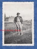 Photo Ancienne Snapshot - COMINES - Portrait D'un Jeune Homme - 1934 - Pose Chapeau Garçon Costume - Personnes Anonymes