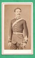 Photographie 19eme Siecle Militaire Anglais English Soldier Format CDV Format 6,3cm X 10,6 Cm - Photos