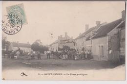 SAINT LEGER DES VIGNES (58) : LA PLACE PUBLIQUE - REUNION DE VILLAGEOIS - MAISON PASTRAT - ECRITE EN 1905 - 2 SCANS - - France