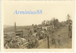 Campagne De France 1940 - A L'arrêt Sur La Route D'Aubenton - 12. Armee (AOK 12) - Abteilung IV A - Westfeldzug - Guerre, Militaire