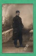 Militaria Guerre 1915 Carte Photo Militaire Regiment à Identifier Voir Insigne Sur La Manche - War 1914-18