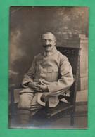 Militaria Guerre 1914 1918  Carte Photo Militaire Regiment à Identifier Voir Insigne Particulier Sur Le Col - War 1914-18