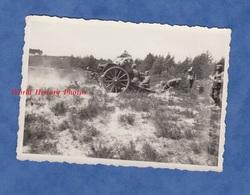 Photo Ancienne Provenant D'un Soldat Allemand - Front ? Camp ? - Tir D' Artillerie - 1944 - Canon à Identifier - WW2 - Guerre, Militaire