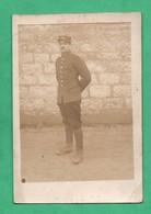 Carte Photo Militaire Du 4eme Regiment ? Carte Retaillée D 'un Coté ( Format 9cm X 13,2 Cm - Regiments