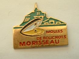 Pin's MOULES DE BOUCHOTS MORISSEAU - MONT ST MICHEL - COQUILLAGE - Animaux