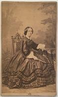 CDV. Femme Avec Robe Et éventail. Photographie Cassien & Tobert à Marseille. - Old (before 1900)