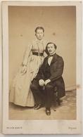 CDV. Un Couple. Homme Et Femme. Photographe Victor Ribot à Paris. - Old (before 1900)