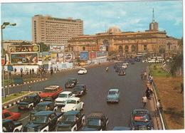 Cairo: NASR-FIAT 1100, MERCEDES W110 TAXI, DODGE SIERRA STATIONWAGON '57, VW 1200 KÄFER/COX, 'PHILIPS' NEON - Tahrir - Toerisme