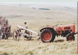 CPM 48 NASBINALS ... Montorzier . Buron Du Théron . Après La Traite (Livenais JE200789) Tracteur - France