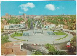 Bagdad: OLDTIMER AUTOBUS, TAXI'S, VOITURES/CARS - Le Monument Au Soldat Inconnu / Unknown Soldier Monument, Baghdad - Toerisme