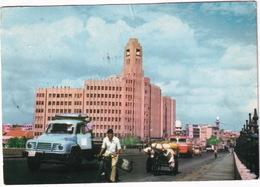 Karachi: BEDFORD J6 FLATBED TRUCK, OLDTIMER AUTOBUS, DONKEY-CART, PIAGGIO APE - Qamar House - (Pakistan) - Toerisme