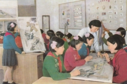 North Korea Pyongyang - Palace Of Students , Lace Working , Brodee , Dentelle - Korea, North