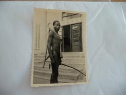 Photo Originale .8 X 11.8 Amateur ? Pauleau? Nude Nus Ethniques Afrique Africa  Hommes Men Dernières Du Lot !!!!! - Völker & Typen
