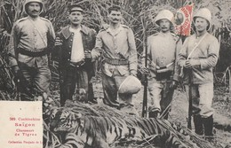 SAIGON - CHASSEURS DE TIGRES - SUPERBE CARTE TRES TRES ANIMEE DEVANT LEUR TROPHEE - 2 SCANNS - TOP !!! - Vietnam