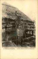 GUINÉE - Carte Postale - Guerrier Bassari Au Poste De Boussoura - L 30068 - Guinée Française