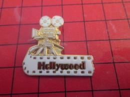812c Pin's Pins / Beau Et Rare / THEME : CINEMA / CAMERA PELLICULE HOLLYWOOD - Cinéma
