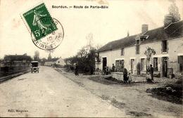 [77] Seine Et Marne .// SOURDUN / ROUTE DE  PARIS. BALE - Autres Communes