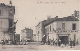 CPA Podensac - Place De La Mairie (avec Animation Devant L'Epicerie Centrale) - Francia